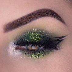 green eye makeup 25 most beautiful glitter eye makeup looks Pink Eye Makeup, Dramatic Eye Makeup, Eye Makeup Steps, Hooded Eye Makeup, Glitter Eye Makeup, Colorful Eye Makeup, Makeup For Green Eyes, Natural Eye Makeup, Smokey Eye Makeup
