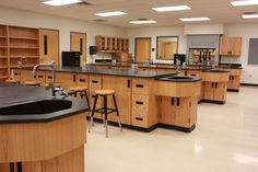 science lab school - Google Search High School Science, High School Art, School Life, Classroom Design, Classroom Decor, Stevenson School, Science Classroom, School Projects, Art Rooms