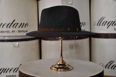 Indiana con cinta de cuero, color gris. Indiana hat with leather ribbon, grey colour.