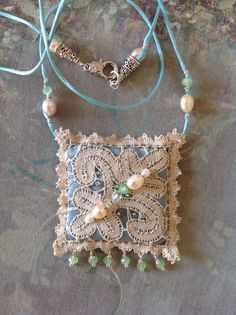 Hand sewed neklace with antique lace and pearls di ARTEDORI, €65.00