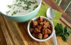 8 nagyon könnyű és olcsó leves, ami akár fél óra alatt elkészül | Nosalty Mozzarella, Pesto, Dog Food Recipes, Almond, Food And Drink, Chicken, Cooking, Tableware, Ethnic Recipes