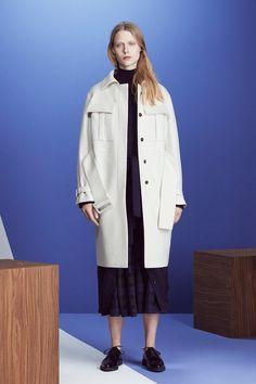 Jil Sander Navy Fall 2016 Ready-to-Wear Fashion Show Jil Sander, Structured Fashion, Minimal Fashion, Winter Fashion 2016, Autumn Fashion, Phresh Out The Runway, Mode Inspiration, Fashion Show, Fashion Design