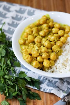 Curry z ciecierzycą - banalnie proste! ⋆ M&M COOKING Vegan Vegetarian, Vegetarian Recipes, Healthy Recipes, Vegan Food, Healthy Food, Eat Happy, Chana Masala, Eating Well, Tofu