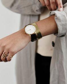 Such a beauty✨#goldendetails #gramercy #blackgoldwatch #mvdtjewelry #rosefield #rosefieldwatches #amsterdam #newyork #nyc