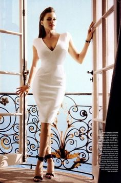 Sofia Vergara shows off her stunning hourglass silhouette on the InStyle's April 2012 issue.