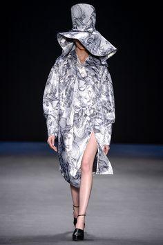 Fernanda Yamamoto Inverno 2014 Fernanda Yamamoto, Ideias Fashion, Lace Skirt, Fashion Show, Ballet Skirt, Skirts, Winter Time, Photos, Runway Fashion
