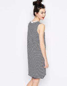 Bild 2 von Monki – Ärmelloses gestreiftes Kleid