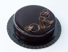 Cake Decorating Piping, Cake Decorating Designs, Creative Cake Decorating, Cake Decorating Videos, Cake Decorating Techniques, Chocolate Glaze Cake, Chocolate Cake Designs, Chocolate Decorations, Elegant Birthday Cakes