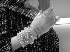 pearls and chanel, chanel and pearls. a happy pair Chanel News, Chanel Chanel, Costume Box, Gloves, Pearls, Happy, Beads, Ser Feliz, Gemstones