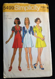Vintage sewing pattern Simplicity 5499 dress collar 1970s Junior Petite Bust 33 Mini Skirt    Simplicity 5499; ©1973; Junior Petites and