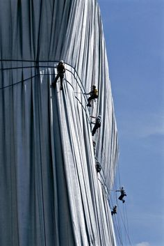 Christo and Jeanne-Claude Wrapped Reichstag, Berlin, 1971-95 Photo: Sylvia Volz © 1995 Christo