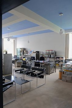 bauhaus / dessau | Flickr - Photo Sharing! Bauhaus Art, Bauhaus Design, Ceiling Design, Wall Design, Design Art, Bauhaus Interior, Bauhaus Building, Walter Gropius, Color Plan