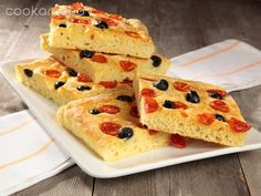 Potato pizza with olives and tomatoes Beverages, Potatoes, Cheese, Dinner, Ethnic Recipes, Pane, Quiches, Olives, Food