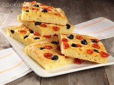 Pizza di patate con pomodorini ed olive nere: Ricette di Cookaround | Cookaround