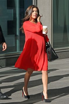 Chic Maternity Style. I hope I am this stylish and chic while pregnant. This is for inspiration a few years down the road. When I feel like it's impossible to be glam throughout pregnancy. #bump #prenatal Kourtney Kardashian