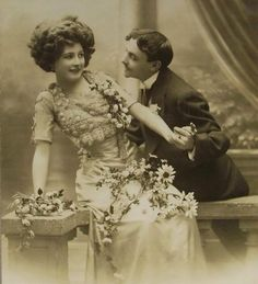 Romantic French Postcard (Unused) – Young Couple  by:-Chic et Choc