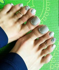 Toe nail art design ideas for summer with rhinestones Pretty Toe Nails, Cute Toe Nails, Pretty Toes, Cute Toes, Pedicure Designs, Pedicure Nail Art, Toe Nail Designs, Toe Nail Art, Pedicure Ideas
