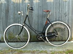 Vintage Style, Vintage Fashion, Wheeling, Vintage Bicycles, Tricycle, Retro, Outfit, Winter, Ideas
