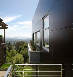 contemporary exterior by Charles Debbas Architecture Contemporary Building, Contemporary Landscape, Contemporary Architecture, Architecture Details, Contemporary Design, Berkeley Architecture, Contemporary Wallpaper, Contemporary Bedroom, Contemporary Cottage