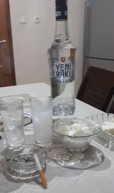 Smirnoff, Skyy Vodka, Vodka Tonic, Absolut Vodka, Party Drinks Alcohol, Vodka Cocktails, Alcoholic Drinks, Tbh Instagram Posts, Vodka Shots