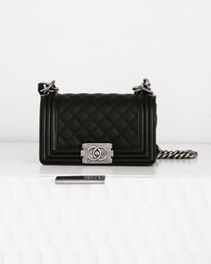 Chanel Boy Bag Unboxing 7e3bd369d1e46