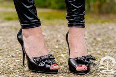 Bolso Stella Rittwagen clutch - Crimenes de la Moda - Zara - Burgundy tweed jacket - chaqueta burdeos - oxblood - leggings - heels - zapatos de tacon Guiseppe Zanotti