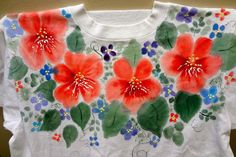 10 Practical Tips for Fabric Painting From preparation to preservation, these practical, easy tips will make your original fabric-painted designs look better and last longer. Best Fabric Paint, Fabric Paint Shirt, Paint Shirts, Hand Painted Fabric, T Shirt Painting, Stencil Painting, How To Dye Fabric, Fabric Painting, Painting Tips