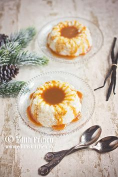 Budinca de orez cu caramel -clasicul orez cu lapte intr-o noua interpretare. Cu smantana sichida, aroma de caramel, servita cu sos de caramel.