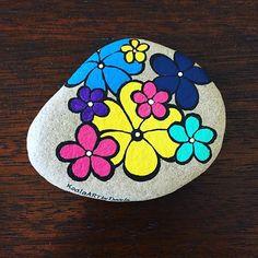 Painted rocks - simple flowers