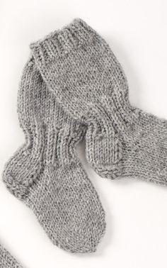 Lapsen pitkävartiset villasukat Novita 7 Veljestä Knitting For Kids, Baby Knitting Patterns, Knitting Socks, Knit Or Crochet, Crochet Baby, Best Baby Socks, Woolen Socks, Knitted Baby Clothes, Knitting Videos