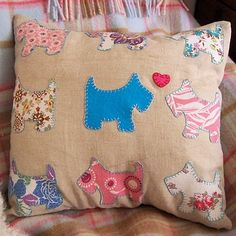 Sewing Cushions Bustle and Sew: Scotty Dog Pillow Cover . Applique Cushions, Dog Cushions, Sewing Pillows, Dog Template, Applique Templates, Dog Pattern, Free Pattern, How To Make Pillows, Love Sewing