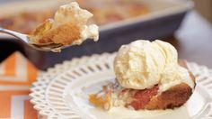 """Isadora Becker prepara a incrível torta de pêssego da Jay de """"Eu, a Patroa e as Crianças""""."""