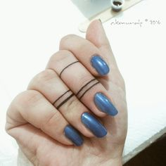 These minimalist finger tats are