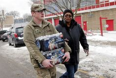 Juomaveteen liuennut lyijy on aiheuttanut lapsille ihottumia ja hiusten lähtöä Flintissä Yhdysvalloissa. Presidentti Barack Obama julisti kaupunkiin hätätilan.
