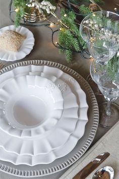 Świąteczna dekoracja stołu.