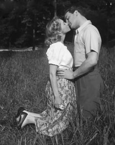 A lovely moment of springtime vintage romance ~