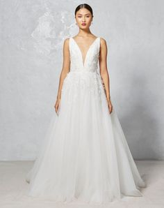 Faye | Ivy & Aster Fall 2017 Collection | V-neck wedding dress