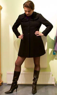 cheap louis vuitton luggage knock off Man Skirt, Dress Skirt, Guys In Skirts, Men Wearing Dresses, Men Dress Up, Men In Heels, Quoi Porter, New Mens Fashion, Androgynous Fashion