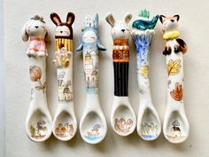 These spoons are handmade made by porcelain, decorated with charming houses, cute monsters and cat or bear. It's a lovely companion when you sit down around the table for eating and drinking. Or you can just hang this little one as kitchen or wall decor. -Approximate Dimensions Size—16-17cm → Ceramic Spoons, Ceramic Decor, Cute Monsters, House Warming, Kitchen Decor, Im Not Perfect, Unique Gifts, Porcelain, Wall Decor