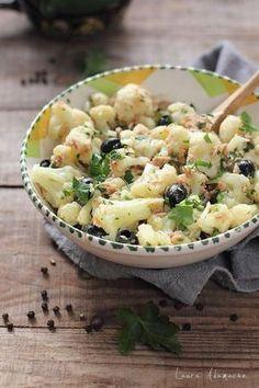 Salata de conopida, ton si masline, reteta ideala pentru pranza sau cina. Vezi cum se preparara aceasta delicioasa salata de iarna cu ton Lotka si masline negre.