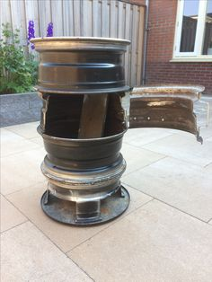 BBQ made out of car rims Rim Fire Pit, Chiminea Fire Pit, Fire Pit Grill, Fire Pit Backyard, Rims For Cars, Car Rims, Gas Bottle Wood Burner, Diy Wood Stove, Tailgate Table