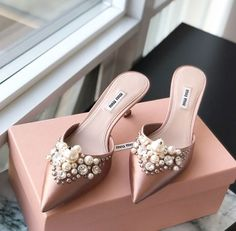 Pretty Shoes, Beautiful Shoes, Cute Shoes, Me Too Shoes, Bridal Shoes, Wedding Shoes, Shoe Boots, Shoes Heels, Cinderella Shoes