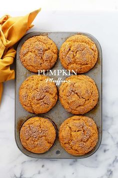 Note to me: Elis favorite muffin. This easy pumpkin recipe is perfect for Fall baking! Packed with pumpkin amp; topped with cinnamon-sugar, these muffins are soft, fluffy amp; so delicious! Köstliche Desserts, Delicious Desserts, Dessert Recipes, Yummy Food, Brunch Recipes, Sugar Pumpkin, Pumpkin Dessert, Pumpkin Breakfast, Pumpkin Pumpkin