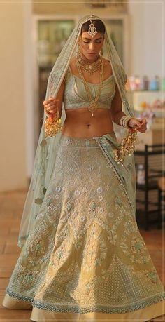 By designer Tarun Tahiliani. Bridelan - Personal shopper & style consultants for Indian/NRI weddings, website www.bridelan.com #TarunTahiliani #receptionlehenga #Bridelan #BridelanIndia