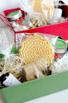 Christmas Baskets - love personalised hampers! putting some of these together for the family- will be visiting Lark garage sale and Flemington craft market for bits and bobs