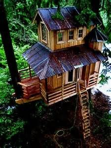 From simple tree house plans for kids to the big ones for adult that you can live in. If you're looking for tree house design ideas. Find and save ideas about Tree house designs. Tree House Masters, Tree House Plans, Cool Tree Houses, Tree House Designs, Tree Tops, In The Tree, Play Houses, My Dream Home, Future House