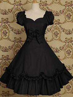 reminds me of a dress my sister Lydia bought (vintage)
