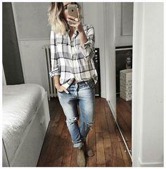 Boyfriend jeans, shirt, boots. Audrey Lombard