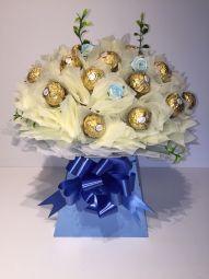Deluxe Ferrero Rocher Chocolate Bouquet in Cream and Blue Ferrero Rocher Bouquet, Ferrero Rocher Chocolates, Bouquet Box, Candy Bouquet, Chocolate Lindt, Chocolate Boutique, Edible Arrangements, Handcrafted Jewelry, Handmade