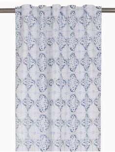 Snygga gardiner med spännande mönster .